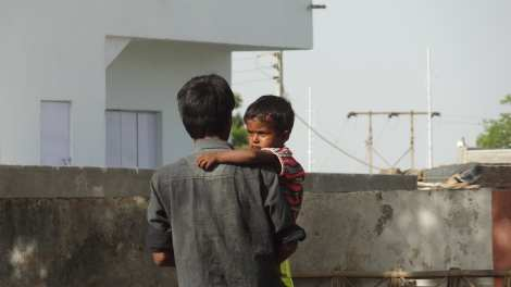 00 father carrying child Back from Bhuj 5 16 (120)