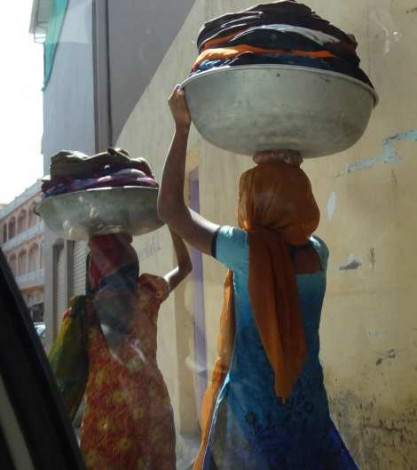 01 Woman carrying laundry rs