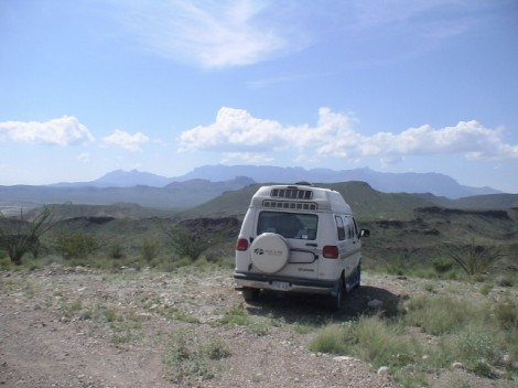 Small Camper in the desert (640x480)